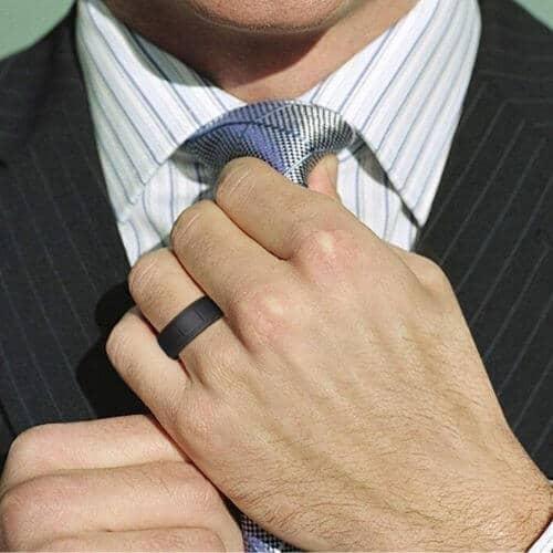 Man wearing black silicone ring