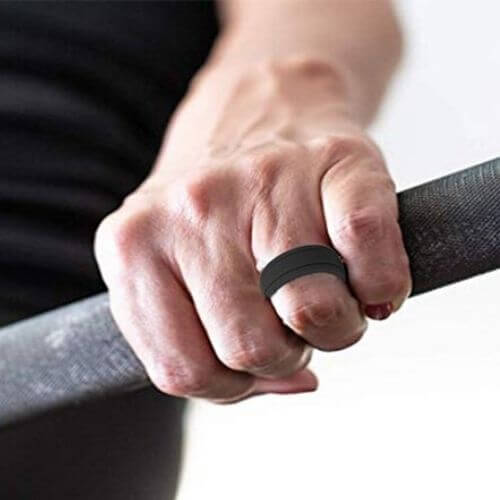 Man wearing silicone ring at the gym